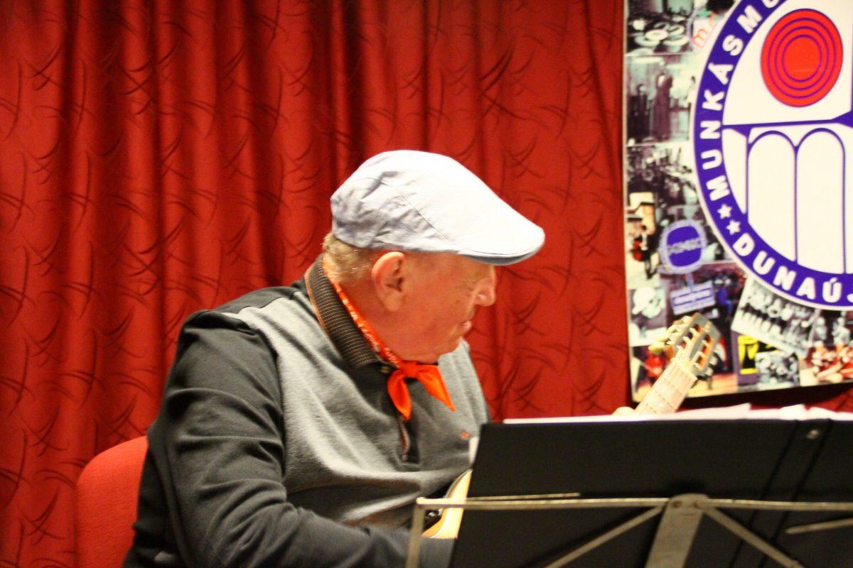 Remek hangulatú fellépésen van túl a Gipsy Jazz Trió