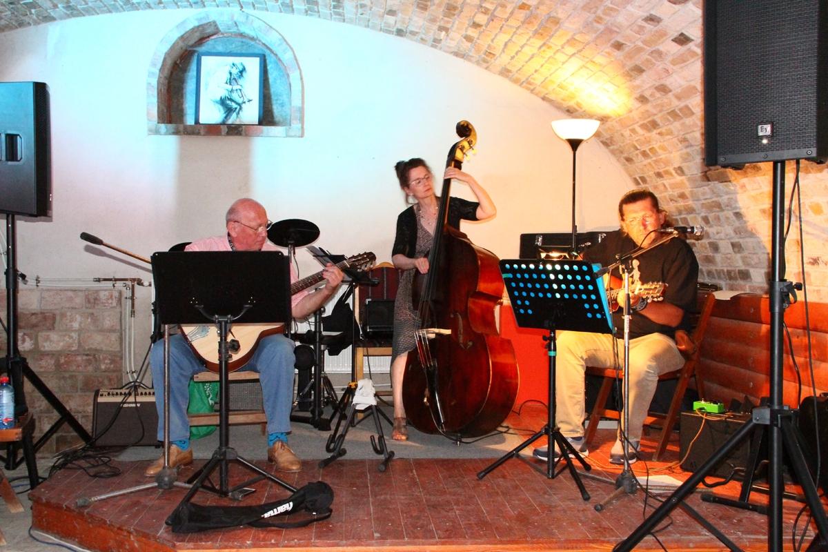 A Gipsy Jazz Trió fellépése Nagykovácsiban január 11-én
